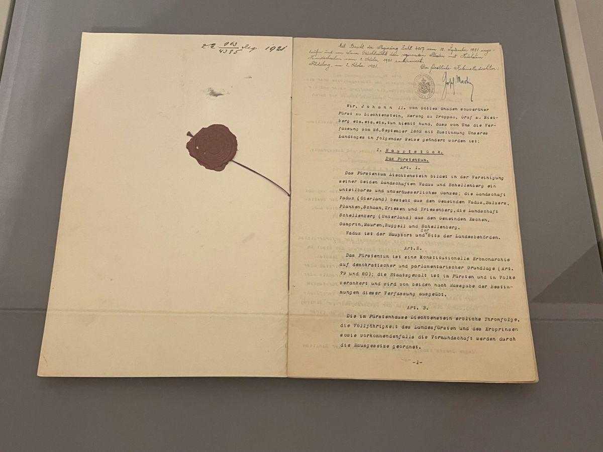 Sonderausstellung 100 Jahre Verfassung im Landesmuseum
