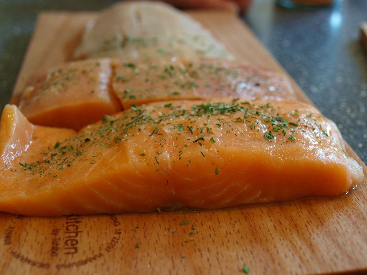 Koch Quicktipp: Lachs auf Zedernholz