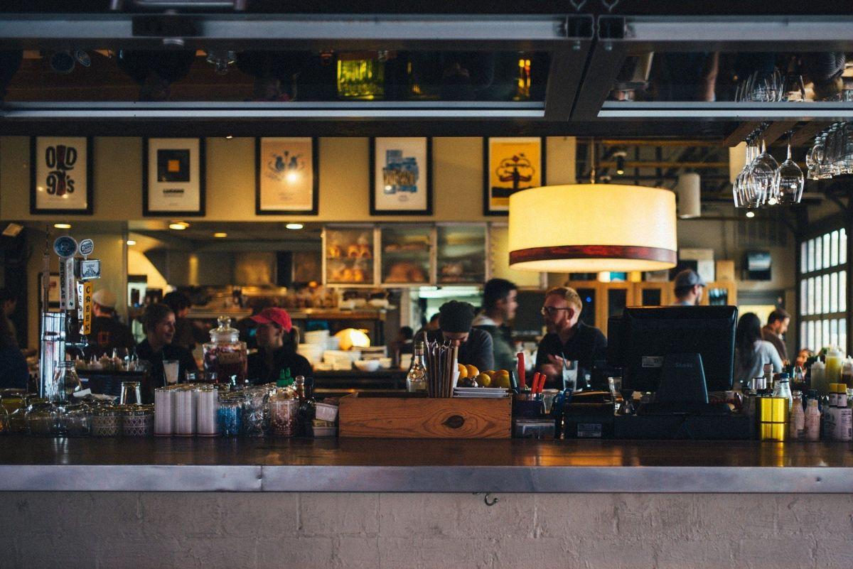 Realistische Stimmung im Hotel- und Gastronomiegewerbe