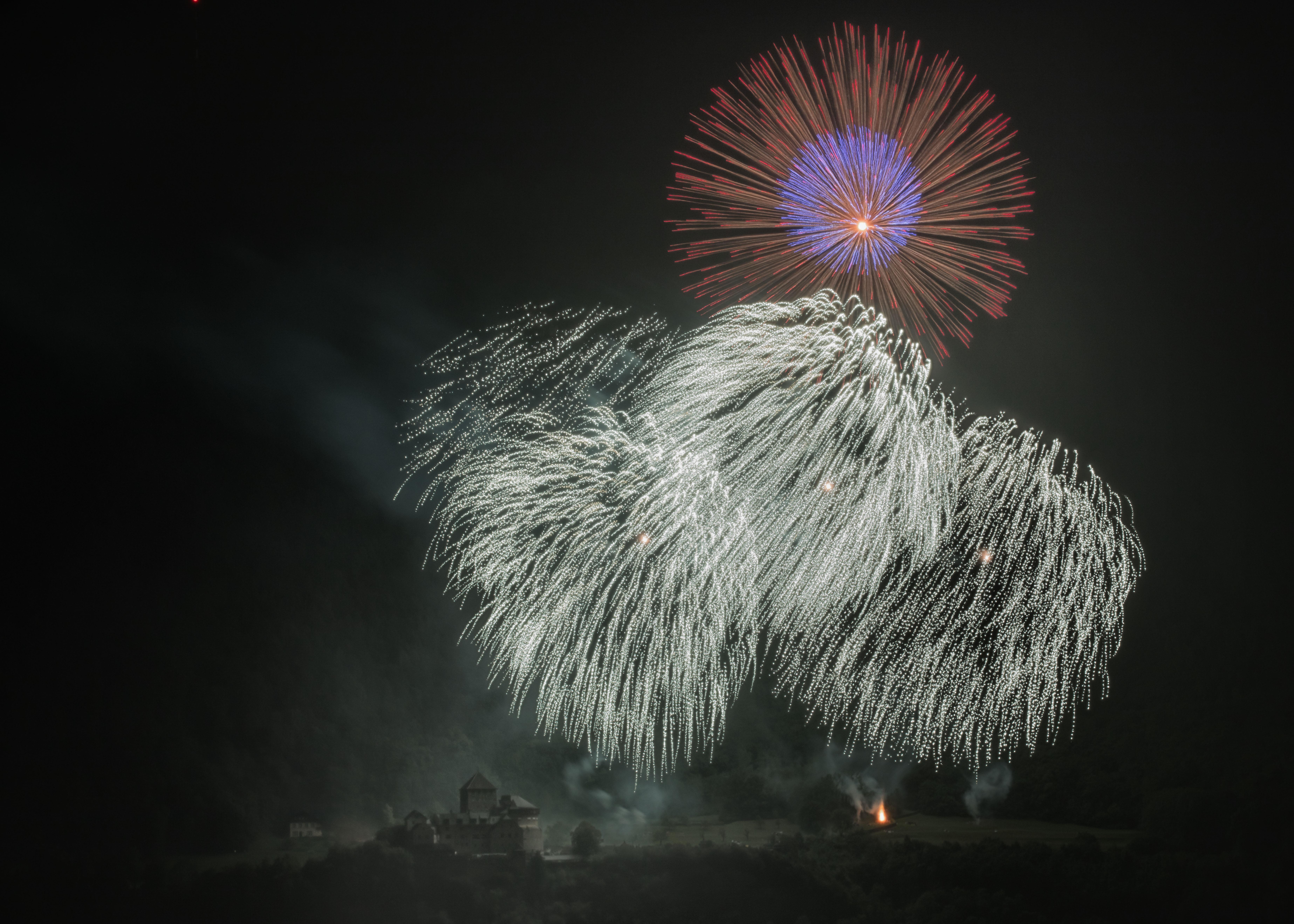 Staatsfeiertags-Feuerwerk im Aufbau